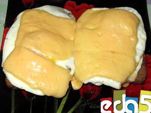 бутерброды с яйцом жареные