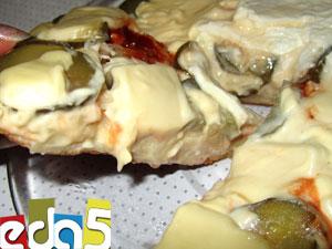Пицца на кефире с огурцом, оливками, плавленым сыром и фетой